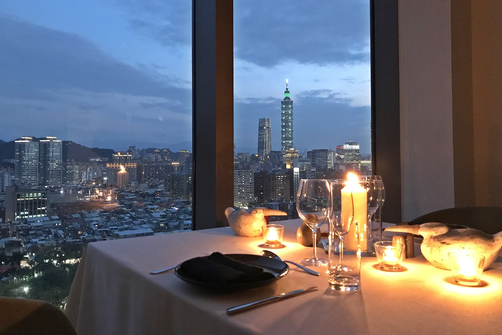 amba Taipei Songshan hotel private dining for two with Taipei 101 view